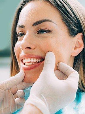 كيف يتم فينير الأسنان؟
